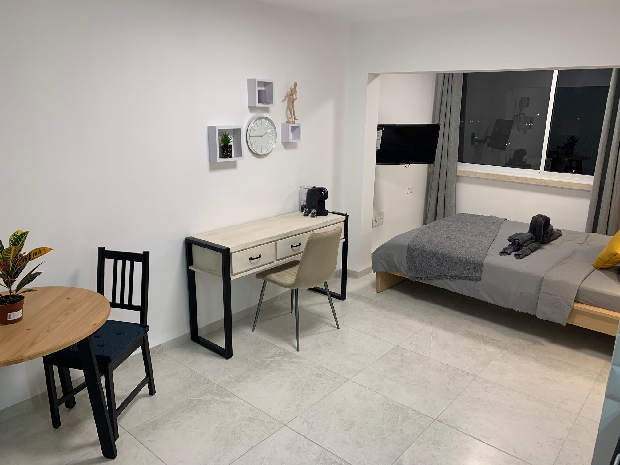 Deluxe Suite 25