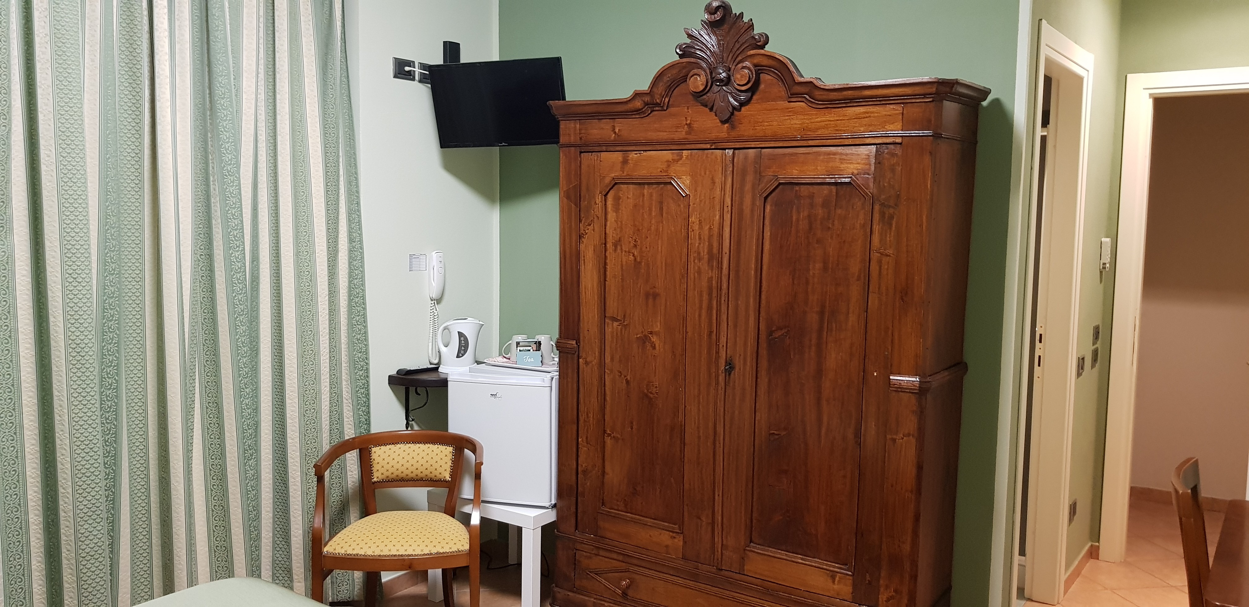 Double Business - Rooms 2-4