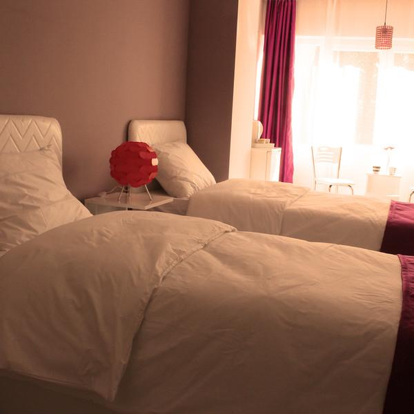 Twin room (non-refundable)